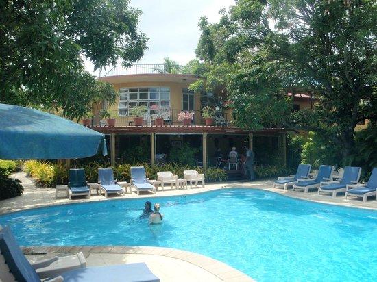 Nadi Bay Resort Hotel: One of 2 pools :)