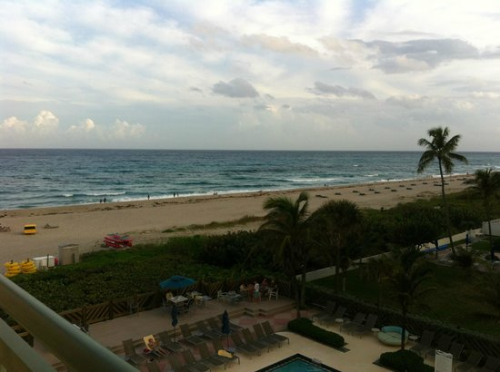 Hilton Singer Island Oceanfront/Palm Beaches Resort: Hotel Beach