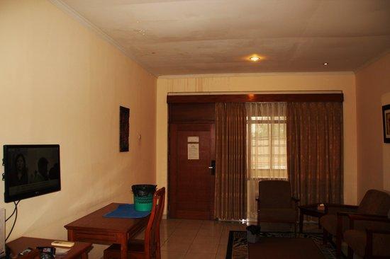 Mutiara Hotel: Leaky ceiling