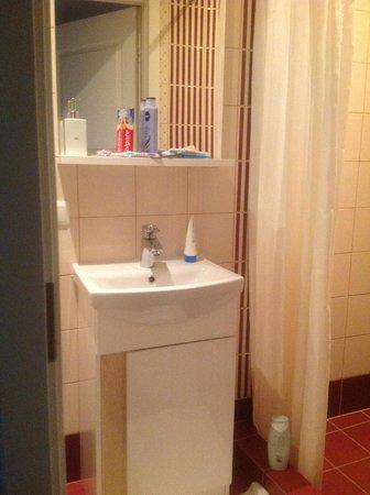 Rentida Apartments : bathroom