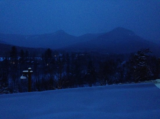 Mountain Club On Loon: Dawn from a river-side room
