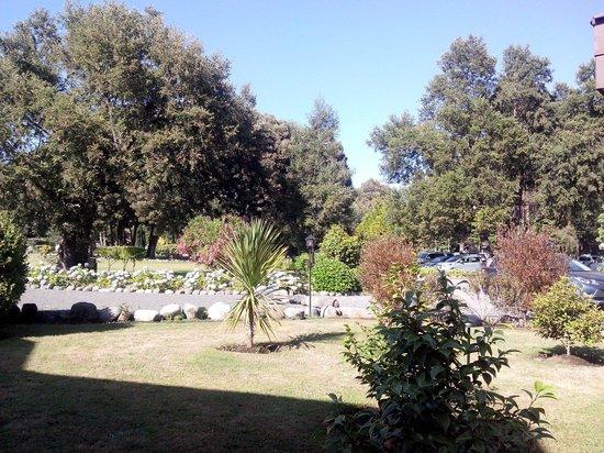 Hotel Pucon Green Park : Edtacionamiento