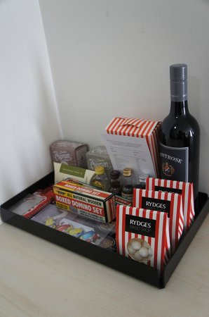 Rydges Mount Panorama Bathurst: mini bar