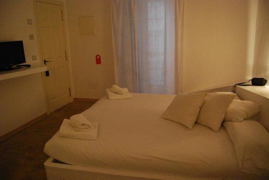 971 Hotel: Habitación