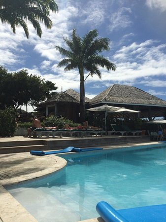 Cocobay Resort: Pool with dining area in background