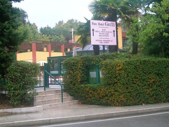 Parc Hotel Gritti : Eingang vom Gardasee zum Poolbereich des Hotels