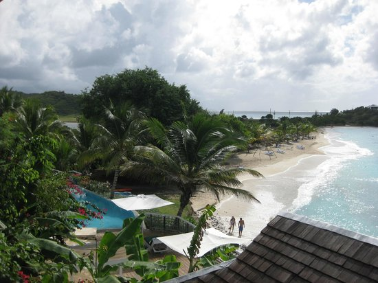 Cocobay Resort: View from the pool looking over the beach