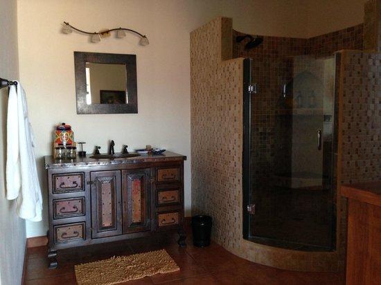 Arriba de la Roca: Casita Boca's copper sink and shower