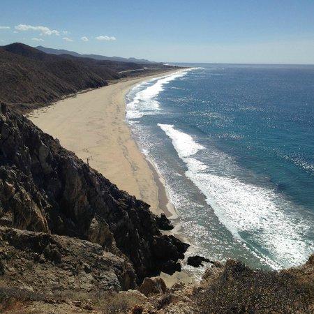 Arriba de la Roca: View from top of cliff towards south beach
