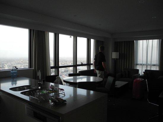 Meriton Suites Adelaide Street, Brisbane : Living Room