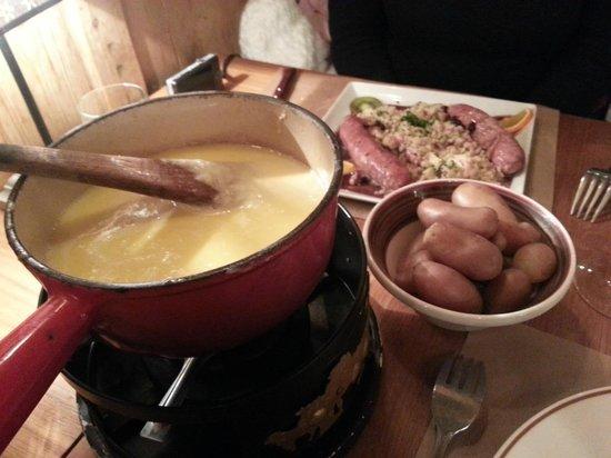 Brasserie du Petit Savoyard : Fondue et diots