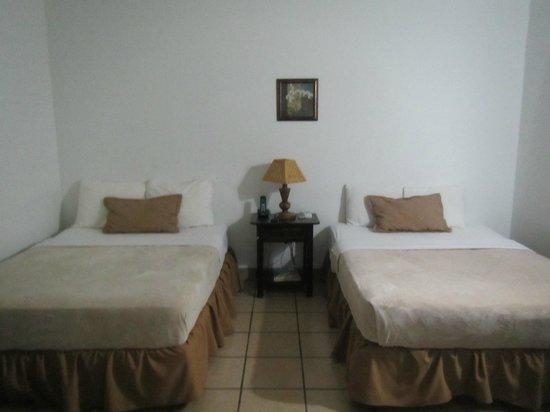 Hotel Mozonte : habitacion