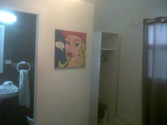 Bora Bora The Hotel: separacion del baño y armario