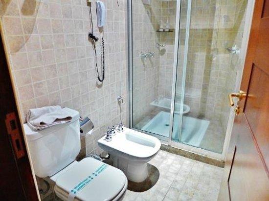 Ankara Suites: Shower