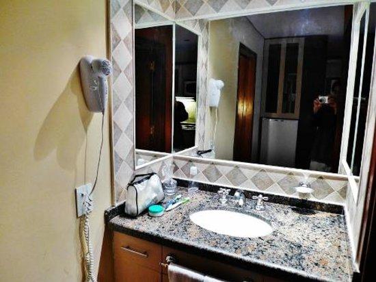 Ankara Suites: Our bathroom
