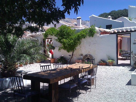 Cortijo Los Lobos: Shared dining area (Each accommodation has its own private area too.)