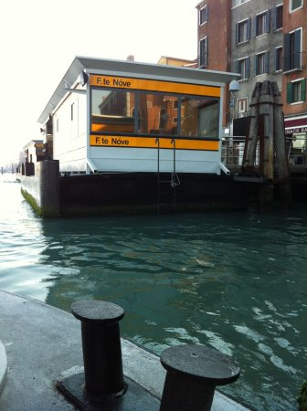 Canal Grande: Floating bus stop