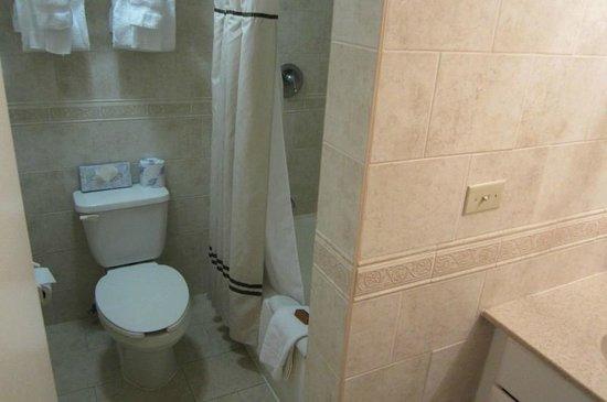 Ocean Sky Hotel & Resort: Bathroom