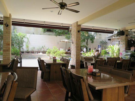 Feung Nakorn Balcony Rooms & Cafe: cafe