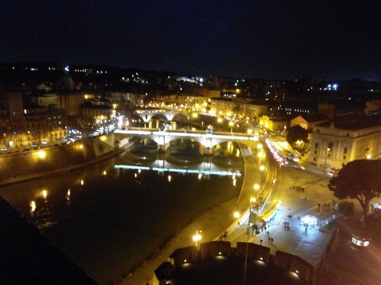 Engelsburg: Lungotevere by night