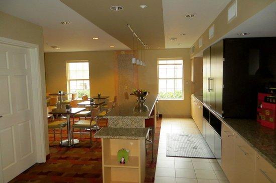 TownePlace Suites Newport News Yorktown : Breakfast area
