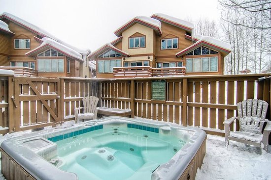 Elk Run Townhomes: Common Hot Tub