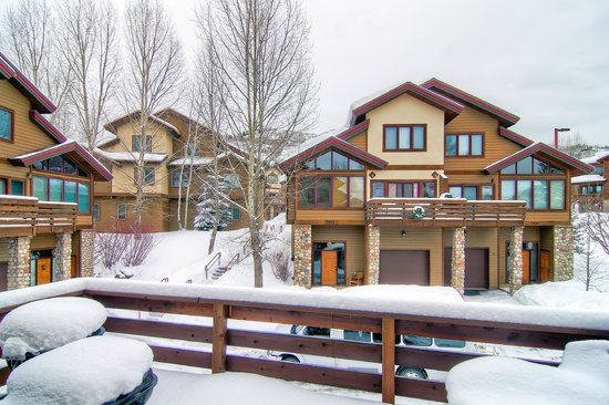 Elk Run Townhomes: Winter Exteriors