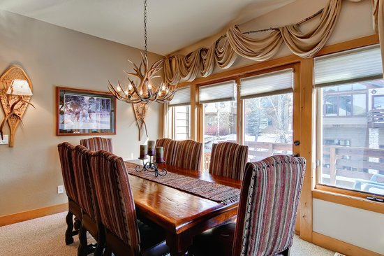 Elk Run Townhomes : Dining Area