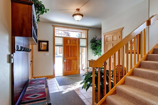 Elk Run Townhomes: Entry