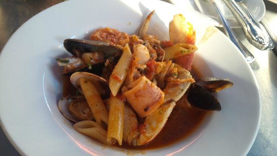 Sotto Mare Oysteria & Seafood : cioppino portion