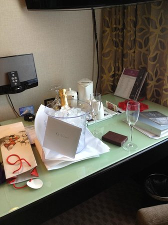The Cavendish London: Champagne and card wishing us a Happy Anniversary