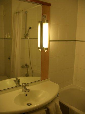Ibis Southampton Centre: Ванная комната