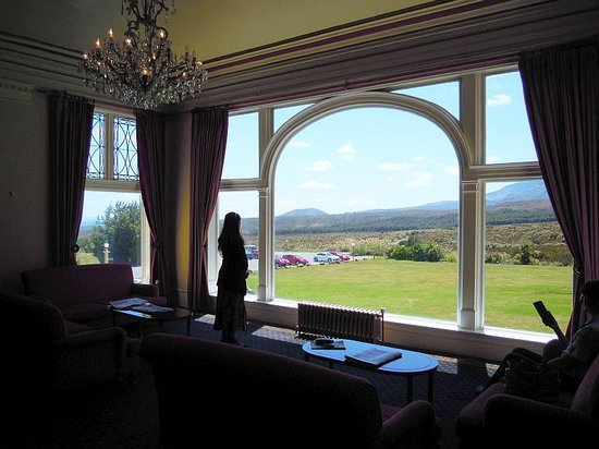 Chateau Tongariro Hotel : Magnificent views from the elegant main room