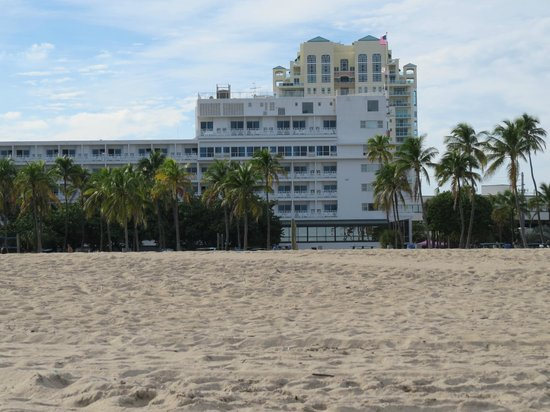 B Ocean Resort Fort Lauderdale : Hotel from the beach, behind .
