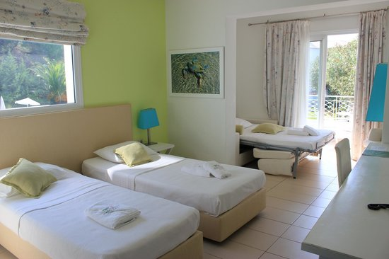 Mandraki Village Boutique Hotel: Our lovely light and spacious room