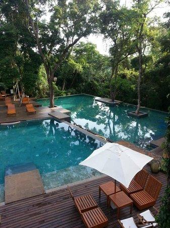 Loi Suites Iguazu: Piscina