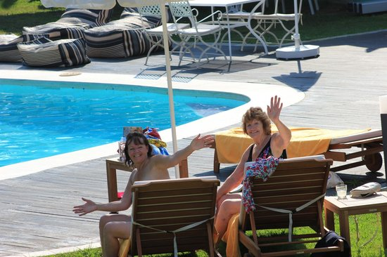 Mandraki Village Boutique Hotel: Mummy and Nanny by the pool!