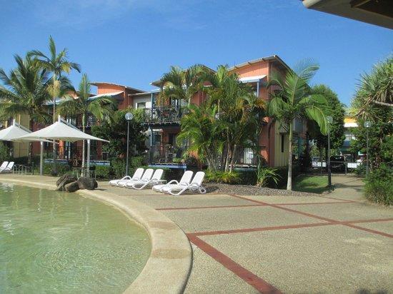 Noosa Lakes Resort: Hotel fachada e áreas externas