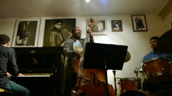 Harlem Heritage Tours: Intimate jazz club in Harlem. Just one surrounding row of seats!