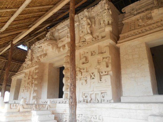 Ek Balam Mayan Ruins: Escultura de ángeles ????