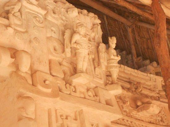 Ek Balam Mayan Ruins: Escultura de ángeles o seres alados???