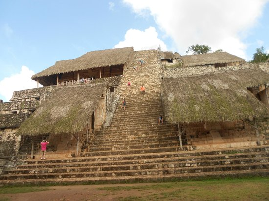Ek Balam Mayan Ruins: Píramide principal, aún se puede subir