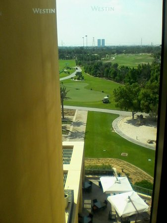 The Westin Abu Dhabi Golf Resort & Spa: View from 5th floor hall window