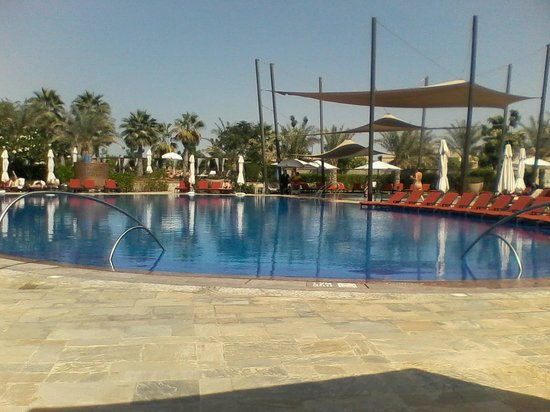 The Westin Abu Dhabi Golf Resort & Spa: Beautiful pool area