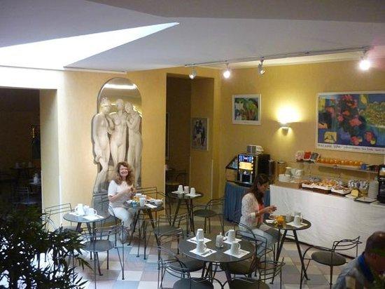 Libertel Canal Saint-Martin : Sala donde desayunamos, con un excelente servicio.