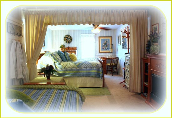 The Clarke House Bed & Breakfast: Birch's Room