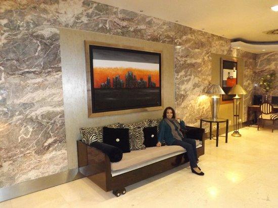 Hotel Travel Park : pasillo recepción