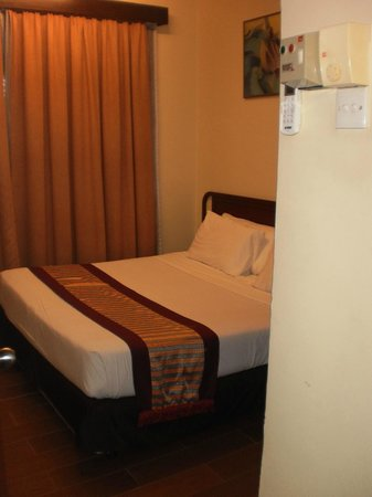 Federal Villa Beach Resort: Master bedroon in 2 bed apartment - king size, nice.