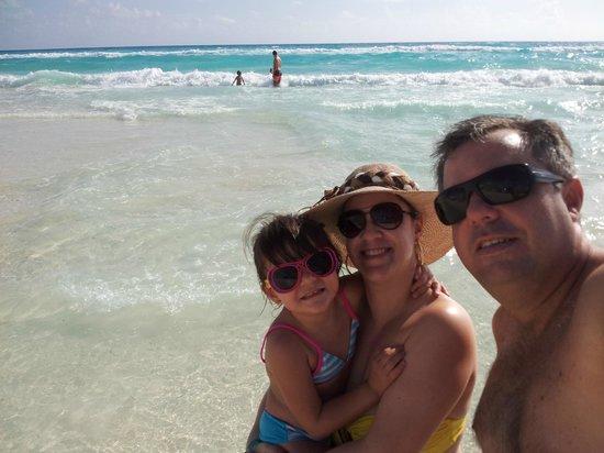 Park Royal Cancun: Mar calmo, azul. Areia quentinha
