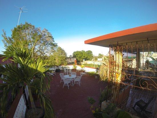 Hostel Dra. Mirta Carballo : La terraza donde se puede tambien comer a veces